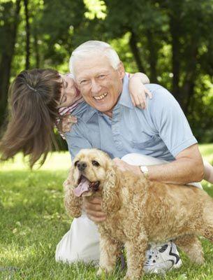 Perros con personas mayores